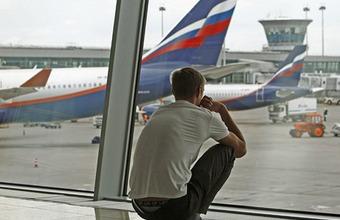 Сноуден остается в России как минимум на год