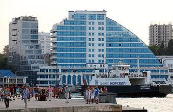 Могут ли туристы пользоваться банковской картой в Крыму
