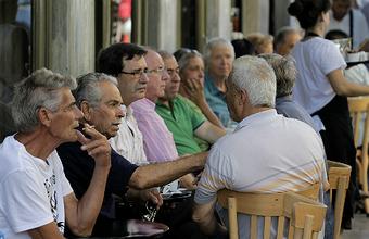Вот так кризис: греки не беспокоятся и ходят в таверны