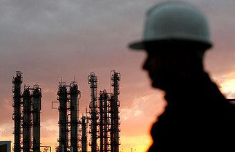 Нефть балансирует на грани