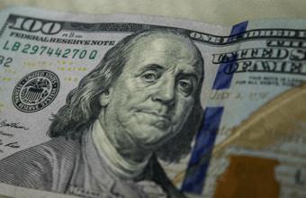 Morgan Stanley прогнозирует падение доллара, аналитики не верят