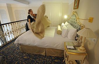 Что рублю плохо, то отелям — хорошо