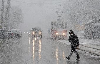 Погода шепчет: мокрый снег с дождем, ветер и гололедица