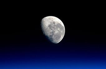 Россия станет первой в лунном туризме?