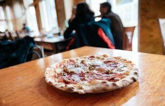 Почему главу «Додо пиццы» высмеяли за перевод сотрудников на английский язык