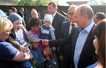«Зашторить окна, не кричать и не фотографировать». Путина приняли в Ижевске