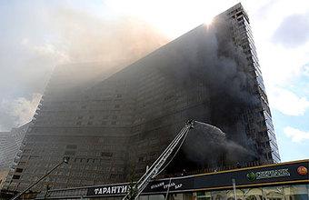 «Безумное количество дыма». В Москве загорелся дом-книжка на Арбате
