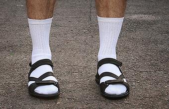 Преступление против моды: носки со сланцами — в тренде
