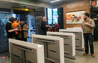 Ни очередей, ни касс, ни продавцов: первый автоматический магазин Amazon