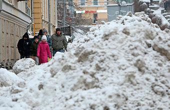 «Откапыватели» автомобилей зарабатывают на московских сугробах