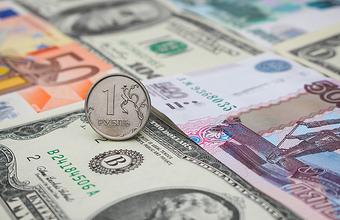 Рубль упал в ожидании решения о ставке ФРС США
