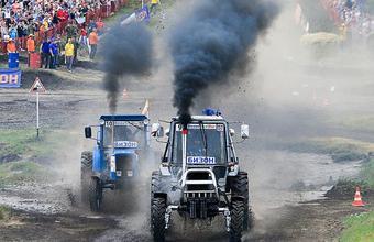 Гонки… на тракторах!