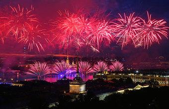 «Иностранцы думали, что это в честь футбола». В Санкт-Петербурге прошел праздник выпускников «Алые паруса»