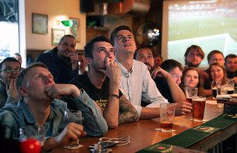 Депозит 200 тысяч и «лавочки ожидания». Где в столичных заведениях можно посмотреть матч Россия — Уругвай?