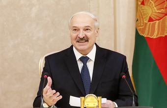 «Меня похоронили сутки назад, и тебя могут похоронить». Лукашенко прокомментировал слухи о перенесенном инсульте
