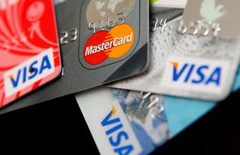 Студентка рассказала об отказе в выдаче валютной карты в банке с госучастием