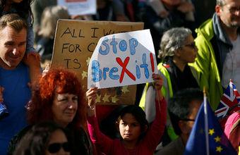 «Остановите Brexit». Сотни тысяч человек вышли на митинг у здания парламента
