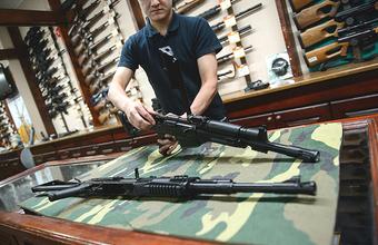 Как в России получают разрешение на оружие и мог ли его достать стрелявший в керченском колледже?