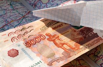 Деньги на ветер. Чиновник и депутат, уходя от погони, выбросили из машины треть миллиона рублей