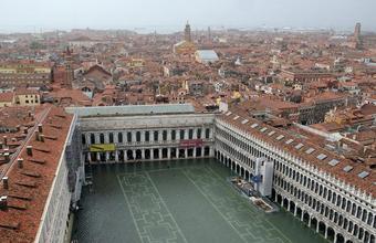 По Венеции вброд!