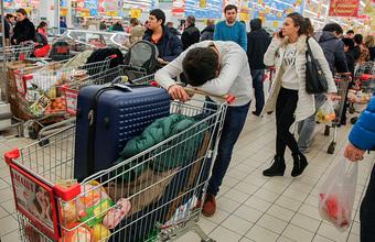Индикатор бедности: сколько жители разных стран тратят на еду?
