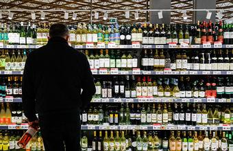 В Госдуме предложили убрать из супермаркетов алкоголь и сигареты