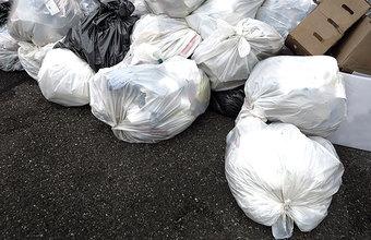 «Нюхайте родной мусор»: красноярские активисты отправили депутатам Госдумы посылки с отходами