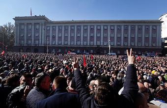В столице Албании Тиране беспорядки и насилие. Протестующие недовольны собственной бедностью