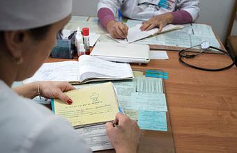 Лечить или заполнять бумаги? Как нормативы по приему пациента отражаются на работе врача