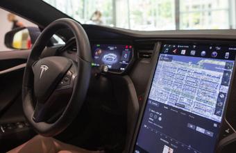 Автопилот Tesla можно заставить вырулить на встречную полосу