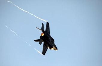Снова F-35: истребитель ВВС Японии потерпел крушение над Тихим океаном