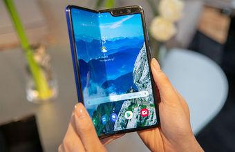 Не сложилось. Журналисты сообщают о поломках складного экрана Samsung за два дня использования
