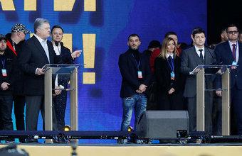 Порошенко «пришлось перейти со своей сцены на сцену Зеленского»