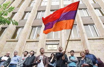 «Чашу терпения переполнило освобождение Кочаряна». Пашинян объявил о «втором этапе армянской революции»