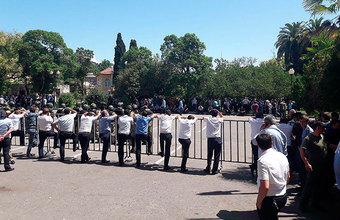 «Они хотят показать властям, что надо вести переговоры». Оппозиция Абхазии требует перенести выборы президента