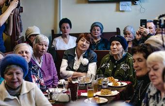 Кафе в Петербурге, где бесплатно кормили пенсионеров, закрылось из-за штрафов