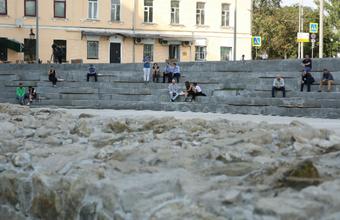 На Хохловской площади Москве ОМОН задерживал отдыхающих