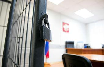 Как к содержанию подсудимых в клетках во время заседаний относятся в России и за рубежом?