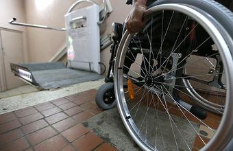 Недоступная среда, или Пандус раздора. В Костроме инвалид-афганец пытается отстоять свое право на подъемник