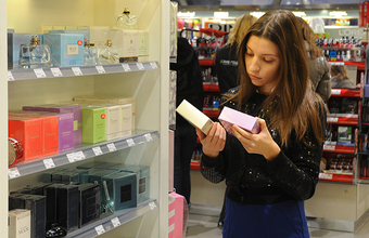 «Тренд — погоня за молодостью». Россияне предпочитают уходовую косметику декоративной