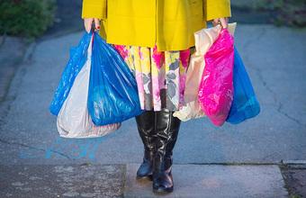 Роспотребнадзор сообщил, что не готовит законопроект, запрещающий пластиковые пакеты