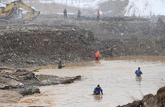 В Красноярском крае — день траура по погибшим в результате прорыва дамбы