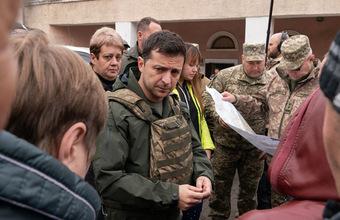 Зеленский — не лопух! Глава Украины побывал в поселке Золотое, где должно состояться разведение войск