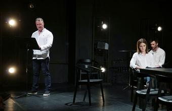 Царь в белой футболке, битбокс, но без отступлений от текста. В МХТ поставили пьесу «Царь Федор Иоаннович»