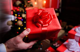 Каким трендам следуют компании при выборе корпоративных подарков на Новый год?