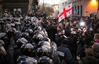 «Палатки все убрали». Полиция зачистила площадь перед парламентом в Тбилиси