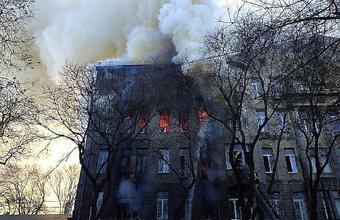 При пожаре в одесском колледже люди выпрыгивали из окон