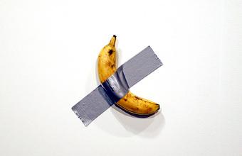Банан, приклеенный скотчем к стене, продали за $120 тысяч