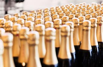«Осуществил хранение алкогольной продукции без лицензии». В планы предпринимателя сделать клиентам подарок вмешалась полиция