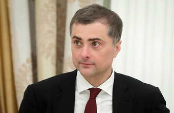 «Такие люди в никуда не уходят». Путин освободил Владислава Суркова от должности помощника президента